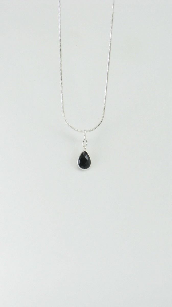 Coco_Yoga_Jewelry_Necklace_Black_Onyx_Pendant_Silver_Black