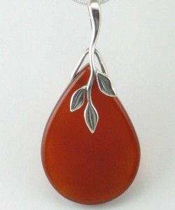 Nectar_Yoga_Jewelry_Necklace_Carnelian_Pendant_Silver_Red_Close