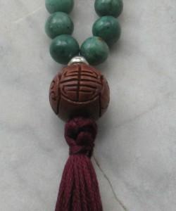 Anahata_Mala_Beads_Rosewood_Jade_for_Heart_Chakra_Buddhist_Prayer_Beads_Guru