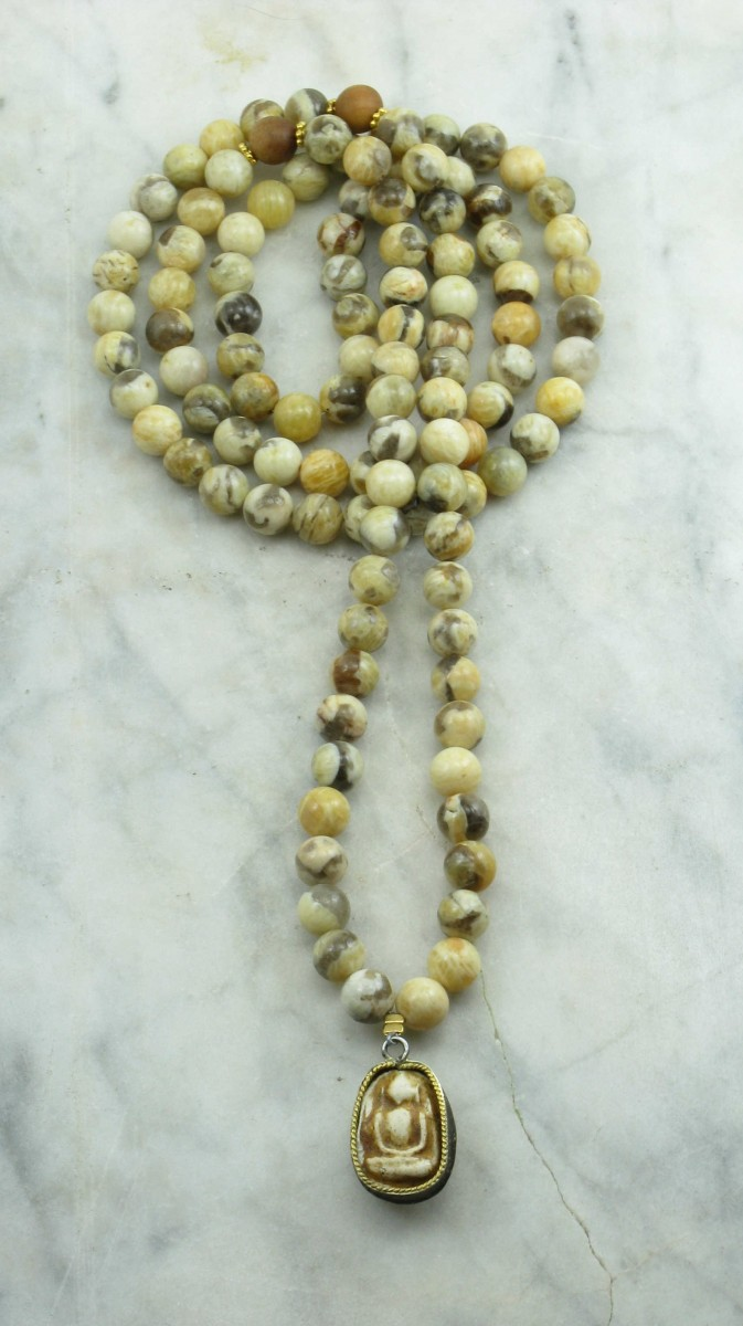 Suthat_Mala_Beads_108_Feldspar_Sandalwood_Mala_Beads_Buddhist_Prayer_Beads